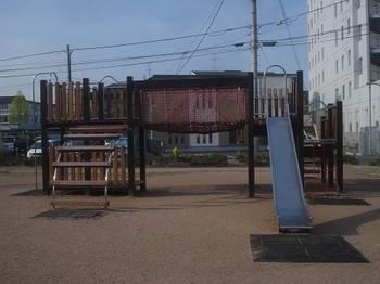 三の丸稲荷東口公園003.jpg