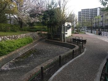 汐入せせらぎ広場003.jpg