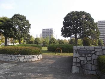 駅前平和公園001.jpg