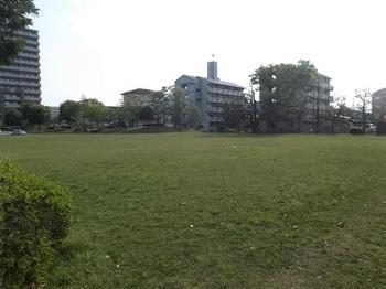 駅前平和公園002.jpg