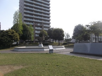 駅前平和公園003.jpg