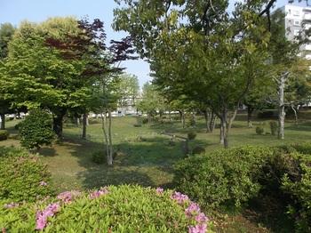 駅前平和公園004.jpg
