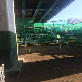 生田根岸弧線橋下公園002.jpg